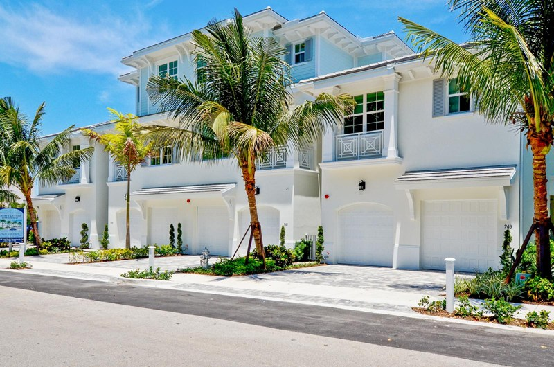 Oceanside townhomes luxury townhomes in boca raton for Cjm builders